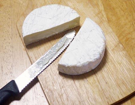 カマンベールのような表面が硬く、中が柔らかいチーズもこのとおり