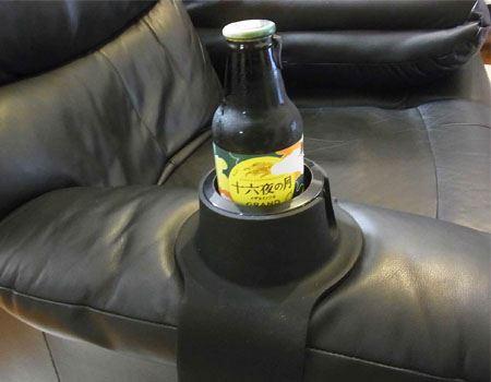 本体の高さは約60mm、瓶ビールなら小瓶がいいですね。まあ、ソファで大瓶ビールをラッパ飲みというのもなしではありませんが…
