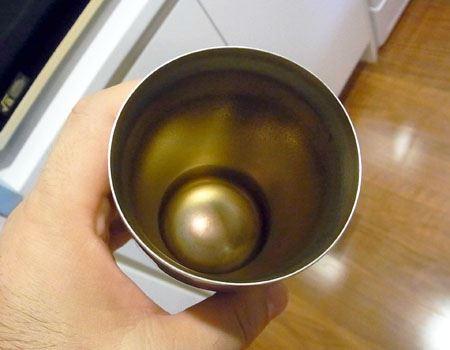 茶渋がたっぷりとこびりついたタンブラーでも試してみましょう