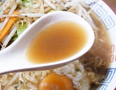 しょう油ラーメンなので、スープは濃いめですが、その味わいは!