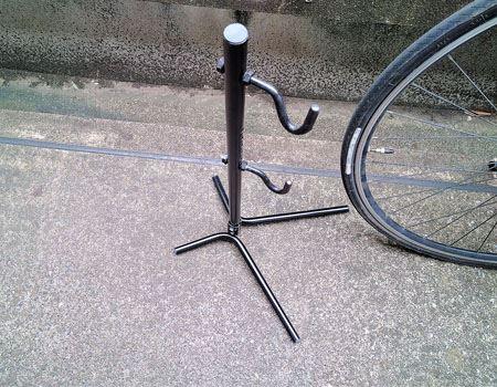 フック式の自転車メンテナンススタンド