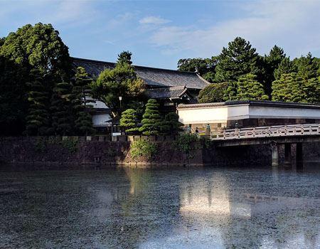 皇居東御苑の橋でゴールです