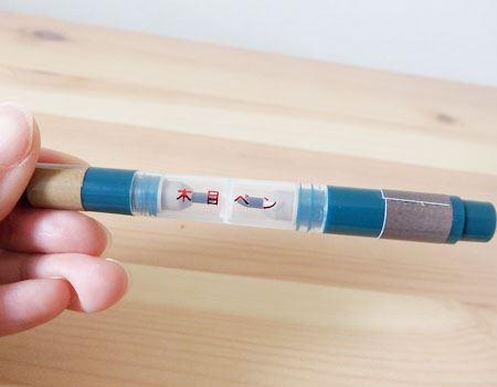 木目を描くための「木目ペン」、明るめの茶色と暗めの茶色が用意されています。濃く描き過ぎてしまった場合は、同梱のスチールウールで軽くこすれば調整が可能に