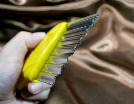 このように、刃の部分がうねうねしているんです
