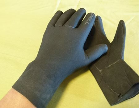 手袋をしているとはいえ、素手に近い感じ