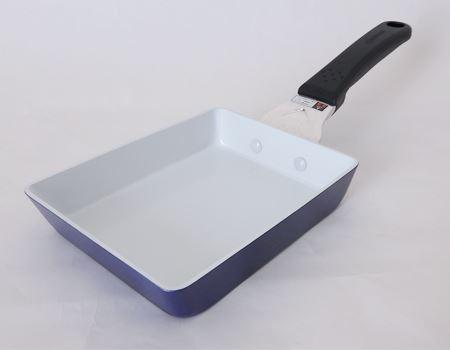 卵焼き用のフライパンも試してみました。13×18cm、485グラムなので少量のお料理用にも