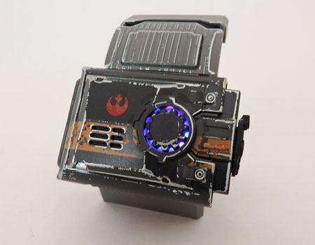 2015年9月に発売された「BB-8 by Sphero」を手の動きで操作できるようになるフォースバンド。Sphero社の「SPRK」や「Ollie」との接続も可能です