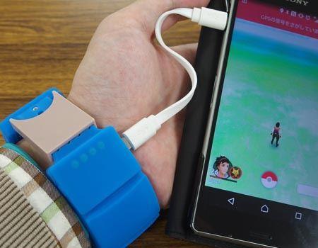 実際にスマートフォンにケーブルをつないで、充電をしてみました。ケーブルが短すぎず長すぎずちょうどいい長さで、充電しながら片手でスマートフォンの操作ができます