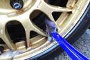 洗車の難題「ホイール洗い」が革命的にやさしくなるブラシ