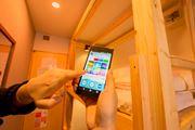 アプリひとつでいろんな家電を操作し放題! 連日満室のホステルでIoT体験!