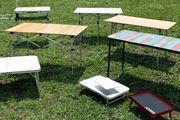 キャンプだけじゃない! フェスやハイキング、山でも便利に使えるアウトドアテーブル