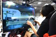 自分で操縦するラジコンに乗る夢がかなった! 京商「4D EXPERIENCE」搭乗体験