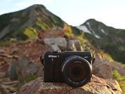 """""""世界初""""の防水ミラーレス一眼カメラ「Nikon 1 AW1」を持って登山してきた"""