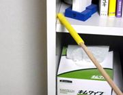 隙間のホコリがごっそり取れる! 魔法のお掃除棒を発見