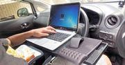 これは便利! 車内でパソコン作業ができちゃう簡易テーブル