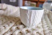 陶器×ニット。職人が手彫りで作った不思議ですてきなカップ