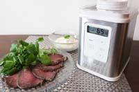 最高温度70℃! ビタントニオ「ヨーグルトメーカー」は肉の低温調理もお得意