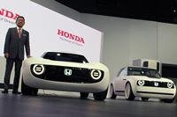 ホンダブースの注目は、世界初公開のEVスポーツ「Honda Sports EV Concept」
