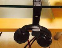 置き場所に困るヘッドホンは専用ハンガーでスマートに収納!