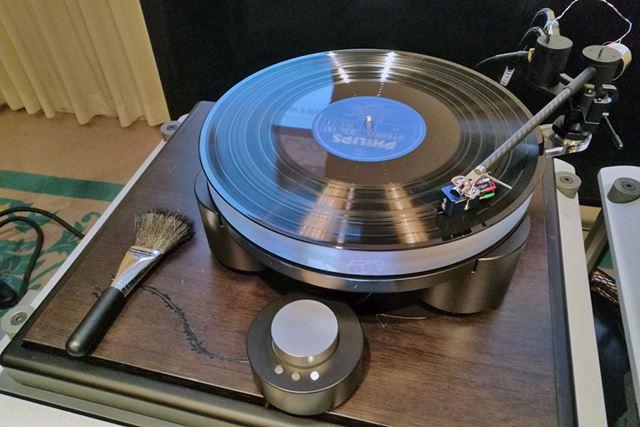 発表会で披露されたレコードカートリッジ「青龍」とTien Audioのアナログターンテーブル「TT3」