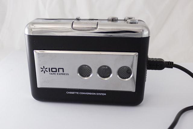 録音を始めたいところまでテープを巻いたら、USBケーブルでパソコンと接続し、USBデバイスとして認識させる