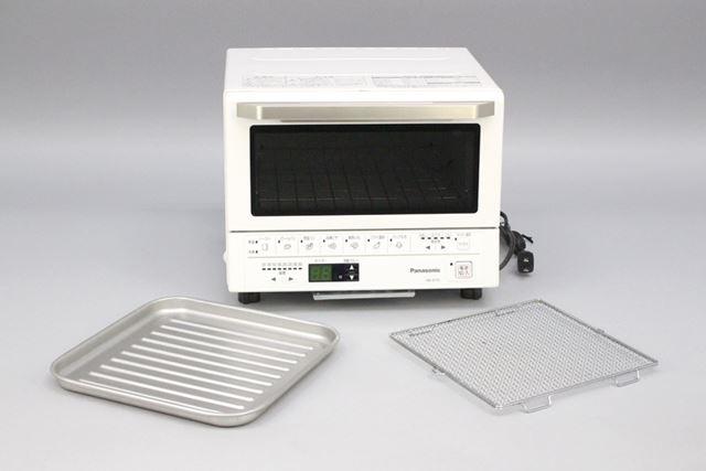 製品には、お餅を焼いたり、揚げものを温めなおすときに使うトレーと焼き網が付属しています