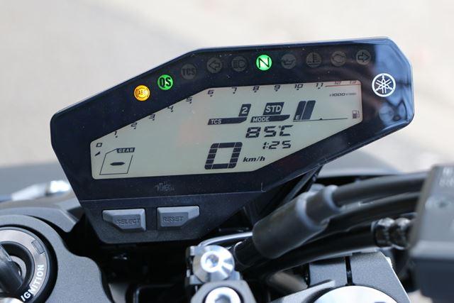 現在の走行モードやTCSの効き具合などは、マルチファンクションメーターで確認できる