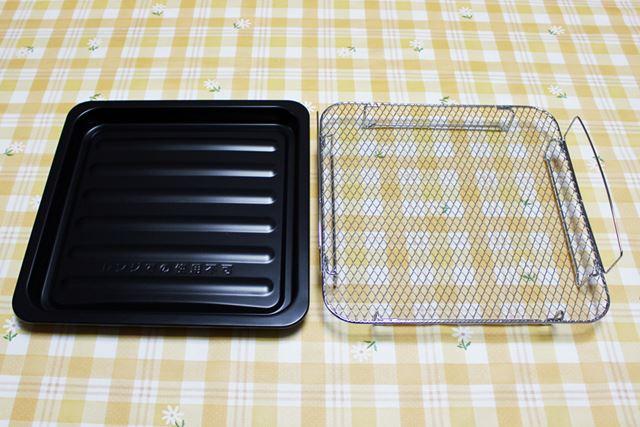 調理には、角皿と焼き網を使用。メニューにあわせ、どちらか片方、または両方を利用します