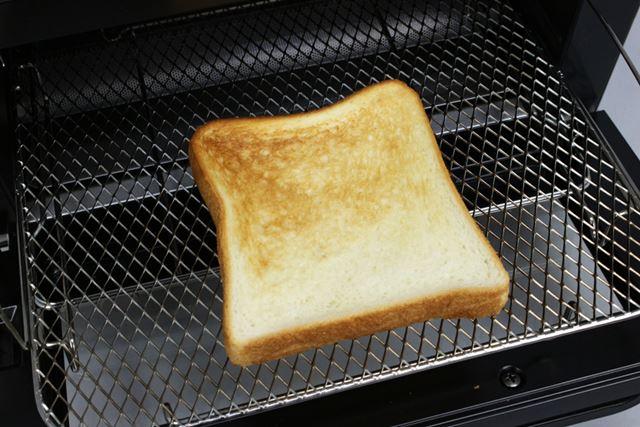 試しに2枚焼く自動メニューで食パン1枚をトーストしてみても、焼き上がりは2枚の時とほぼ同じでした