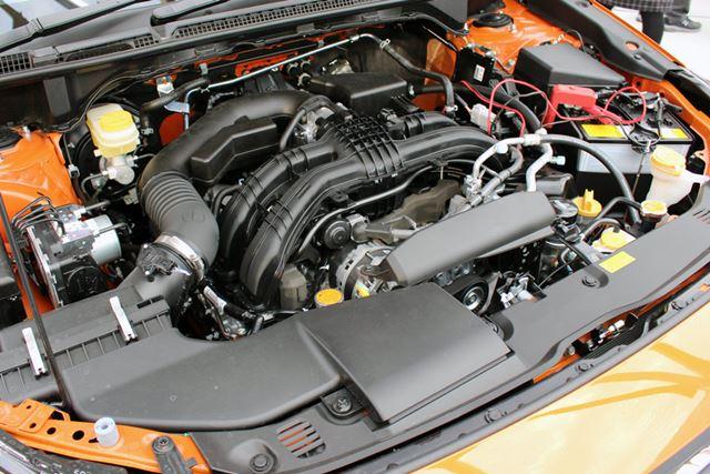 2リッター直噴ガソリンエンジン「FB20」は、113kW(154馬力)を発生。燃費は16.0〜16.4km/l(JC08モード)