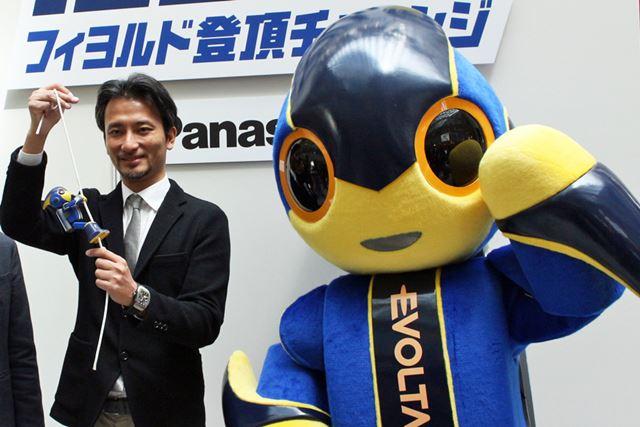 エボルタくんの生みの親、ロボットクリエーターの高橋智隆さんが「エボルタ NEOくん」も設計・開発