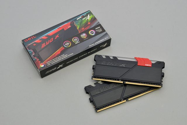メモリーは、GeILのGEX416GB3200C16DCが同梱されていた