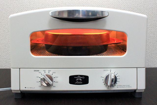 波型グリルパンにハンバーグを乗せてフタを閉め、260℃設定で12〜13分ほど加熱してみました