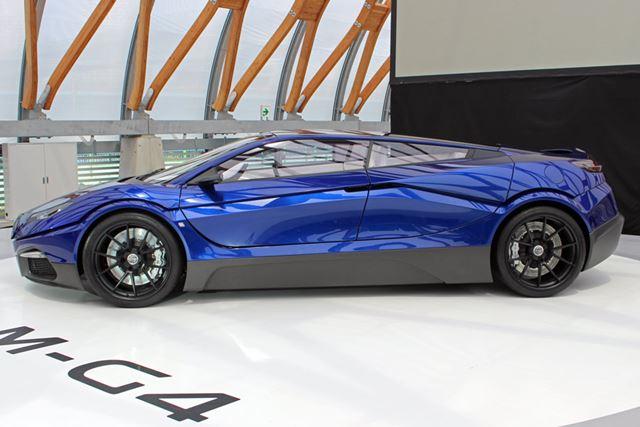 """スーパーカー的なルーフラインを描くボディ。デザインコンセプトは""""路上を走るヨット"""""""
