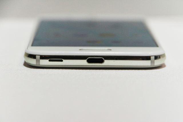 USB Type-Cポートを搭載し、「Quick Charge 3.0」の急速充電に対応。バッテリー容量は3160mAh