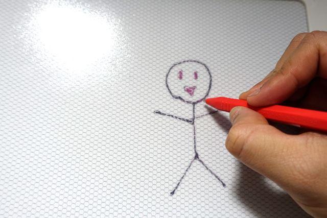 ペンを使って落書きしたり