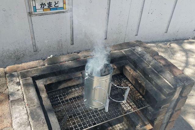 煙突効果ですぐに燃え上がります