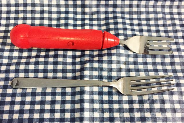 普通のフォークと比べると、「Twirling Spaghetti Fork」は持ち手が大きめですね〜