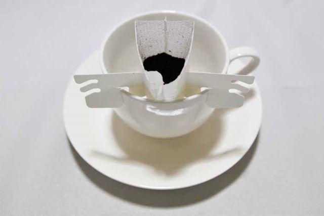 フィルターを開封すると、すでにコーヒーの香りが立ち込めます