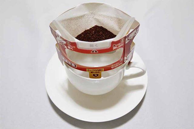 カップに乗せるとフック部分に高さがあるのでコーヒーにフィルターが浸りません!