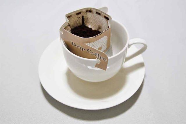 3つのフックを使ってカップ上にセット。ちょっと安定感に欠けます