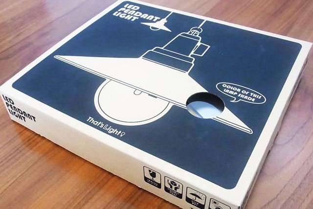 ライティングということは照明器具のはず。パッケージが薄く感じるのは気のせい?