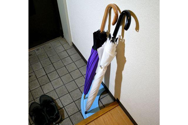 そこへ傘を立てると、このような姿に