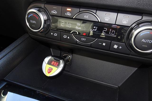 MP3やCDをサウンドレーサーにつなぎ、FMトランスミッターで愛車のFMラジオで聴くことも可能