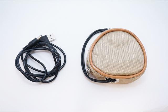 内包物は本体と充電ケーブル
