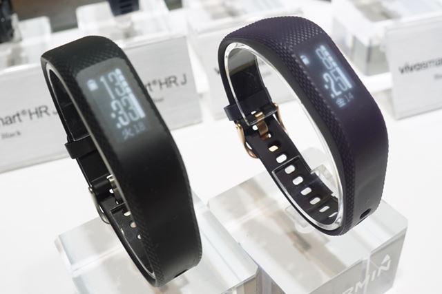 ボタンを搭載しない活動量計「vivosmart 3」は、ブラック(左)とパープル(右)の2色で展開