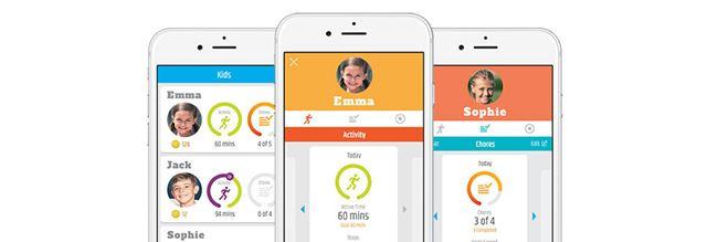 家族の誰かがガーミンの活動量計を使用していれば、その日の歩数をアプリ内で比較できる