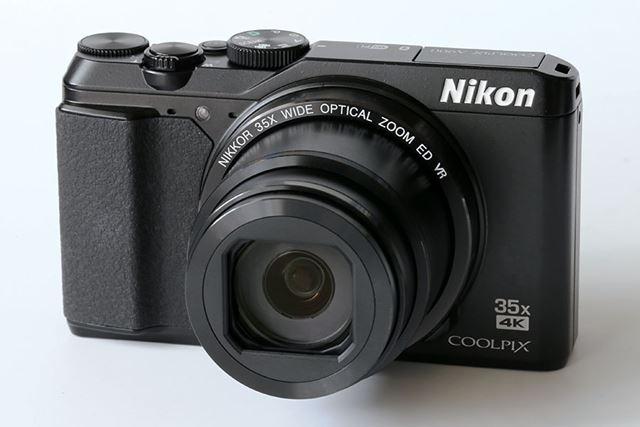 COOLPIX A900のカラーバリエーションはブラックとシルバー。画像はブラックモデル