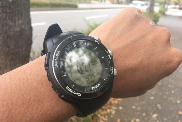 トレーニング時のペース管理は時計やランニングアプリで