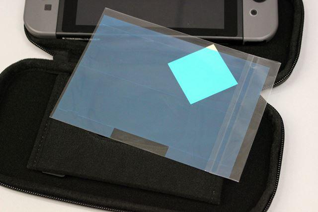 液晶を守る保護シートが付いているため、別途購入する必要がないのはうれしいポイント